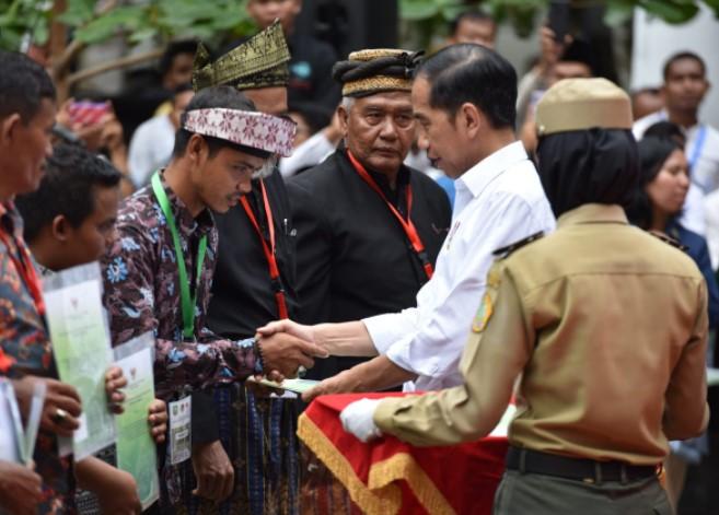 25.818 KK di Sultra Terima SK Hutan Sosial dan Tanah Reforma Agraria