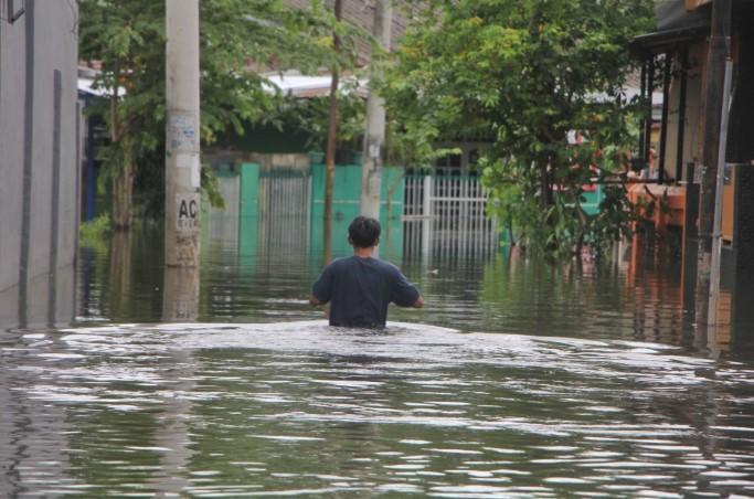 Akibat Banjir, Warga Makassar di beberapa Wilayah Ini, Malam-malam Mengungsi