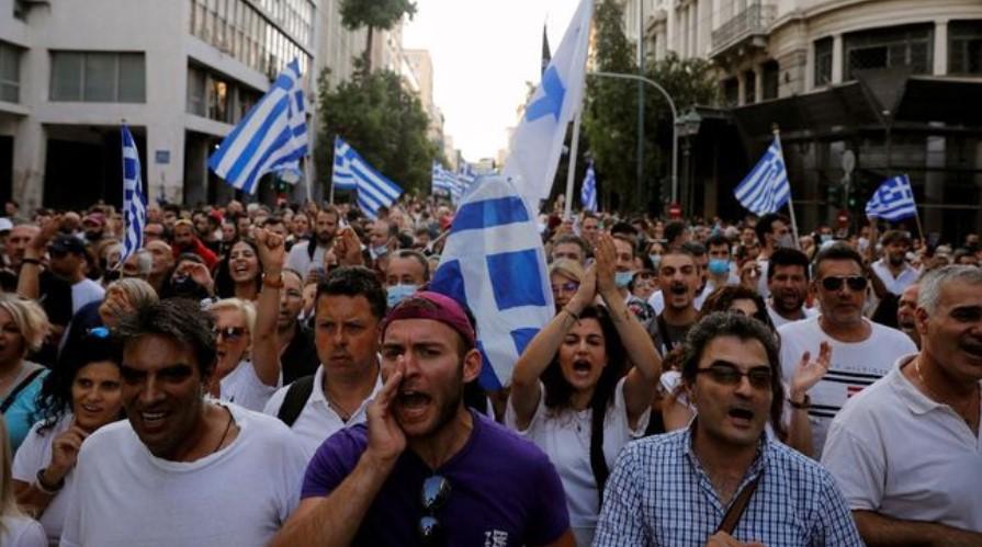 Aksi Protes Tolak Wajib Vaksin Covid di Yunani Berujung Ricuh