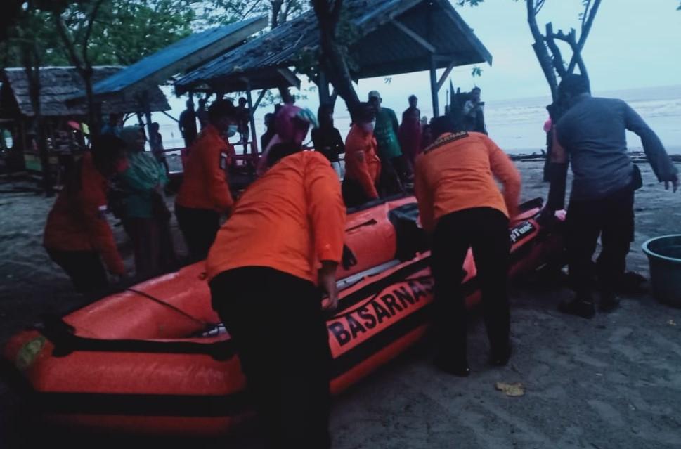 Asyik Berenang 11 Wisatawan Di Gulung Ombak Pantai Batugong, 1 Tewas  Dan 2 Hilang