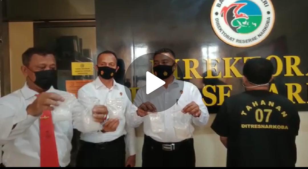 BERITA VIDEO: Polda Sultra Ekspos Barang Bukti Narkotika Jenis Sabu 590 Gram yang Disita dari Kurir Jaringan Kalimantan