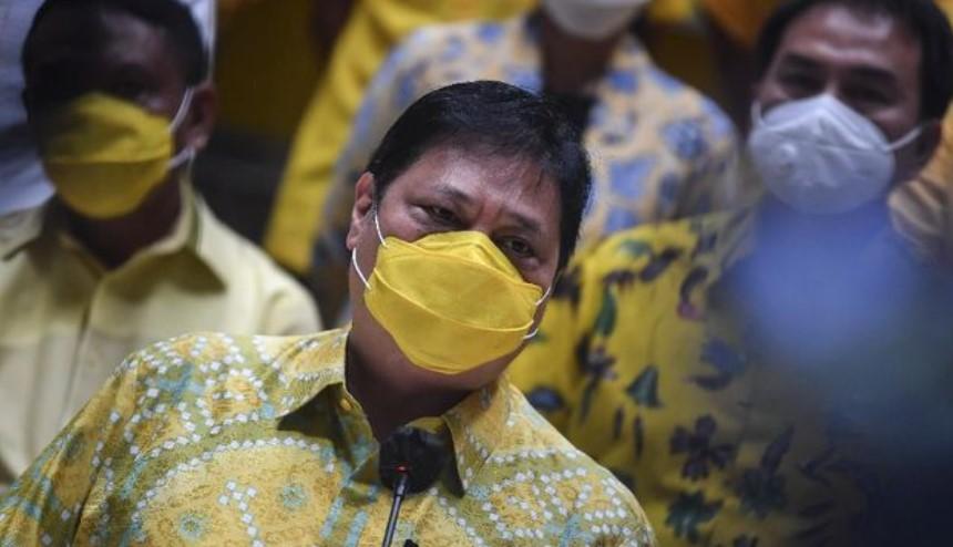 Baliho Airlangga dan Puan Maharani Mulai Bertebaran di Makassar
