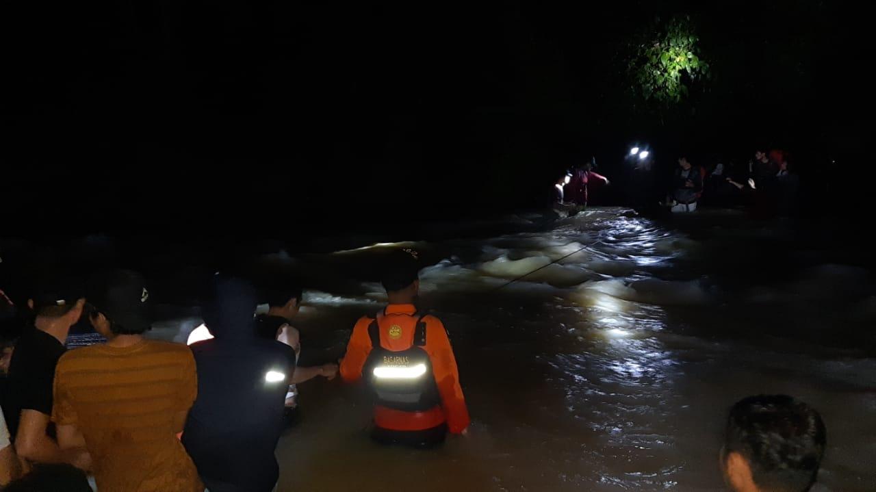 Basarnas Kendari Berhasil Evakuasi Puluhan Mapala Yang Terjebak Di Gunung Amonggedo