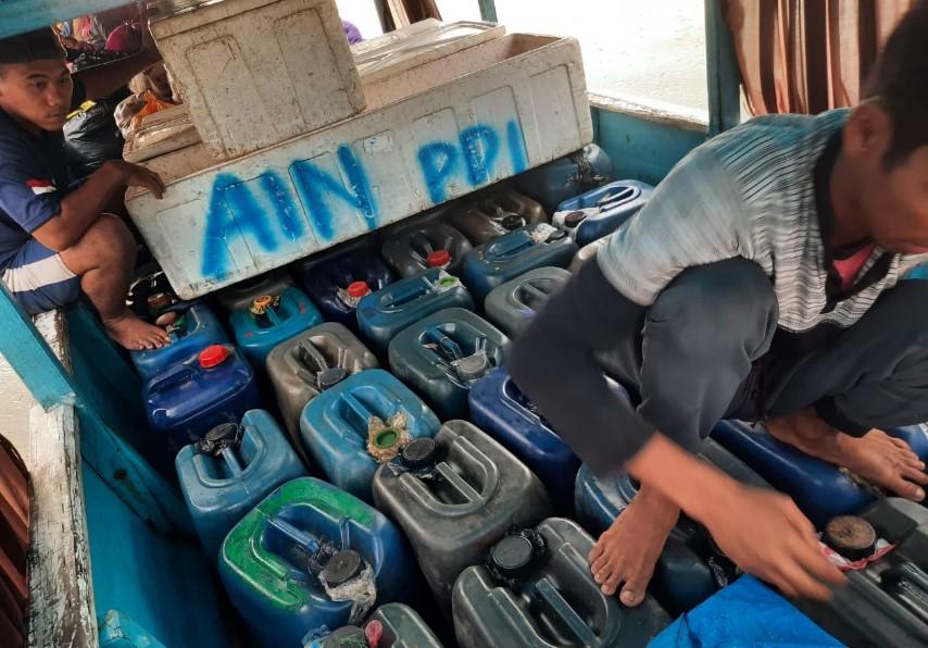 Bawa BBM Tanpa Dokumen Resmi, 2 Pria Dibekuk Polairud Polda Sultra