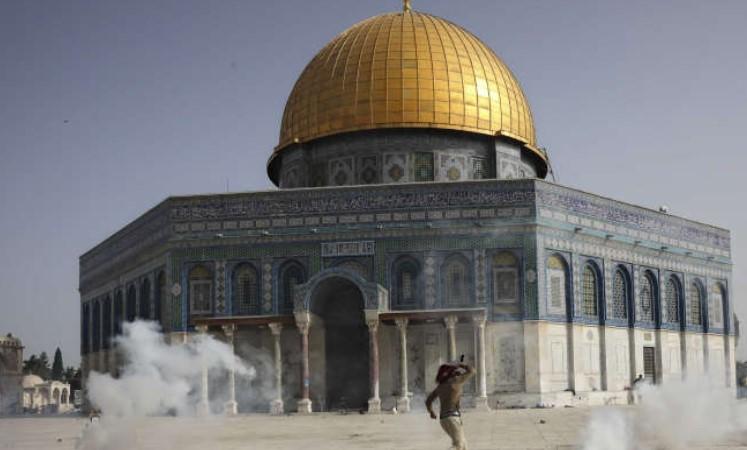 Belum Sehari Gencatan Senjata, Polisi Israel Kembali Serbu Al-Aqsa