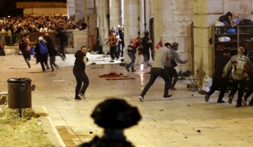Bentrok Di Malam Lailatul Qadar, Warga Palestina : Mereka Tak Ingin Kami Berdoa di Masjid Al-Aqsa