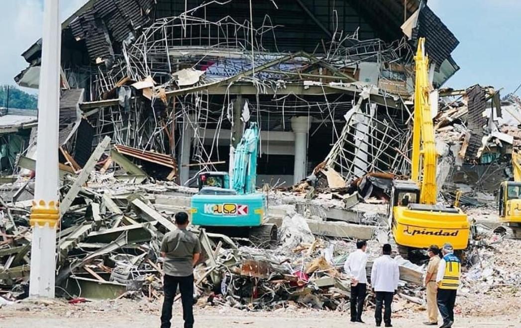 Berkunjung ke Mamuju, Jokowi Instruksikan Percepat Pemulihan Pasca Gempa