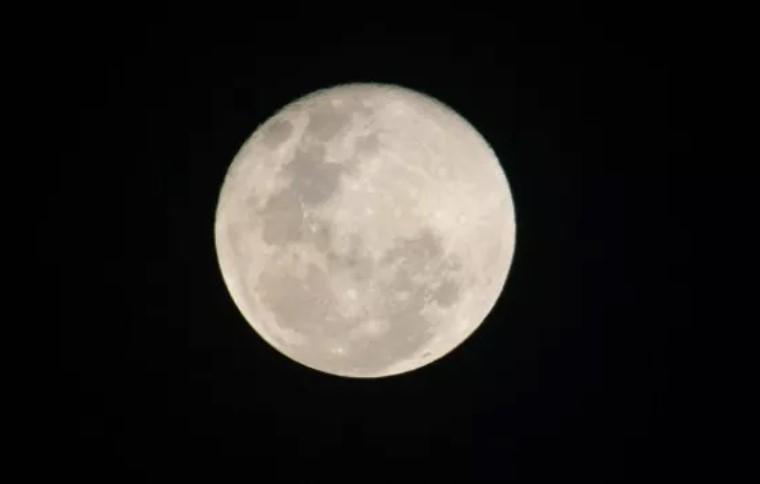 Bulan Pantulkan Cahaya Matahari Dijelaskan dalam Alquran dan Sains