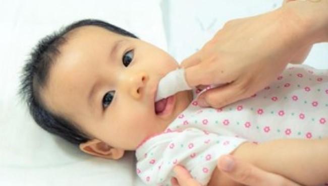 Cara Bersihkan Mulut Anak Hingga Usia 10 Tahun