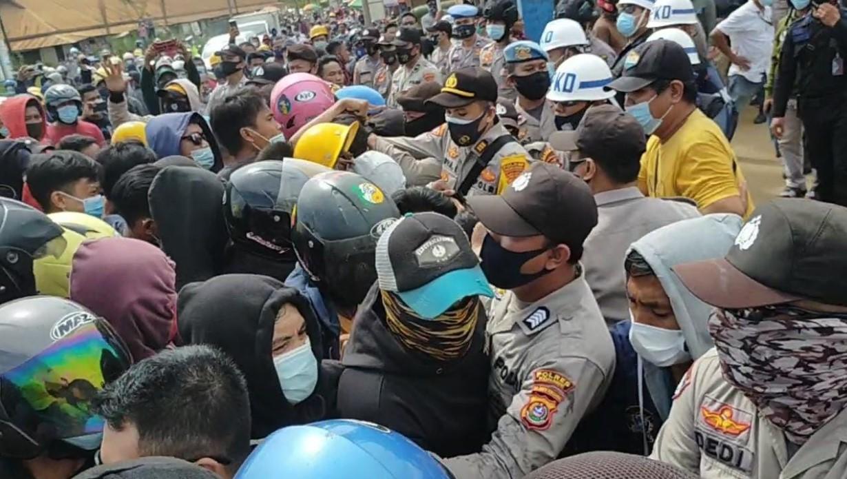 Demo Buruh Jilid ll di VDNI dan OSS Berlangsung Ricuh