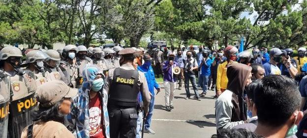 Demo di Depan Kantor PT. Angkasa Pura 1, KSPSI : Hentikan Intimidasi Karyawan