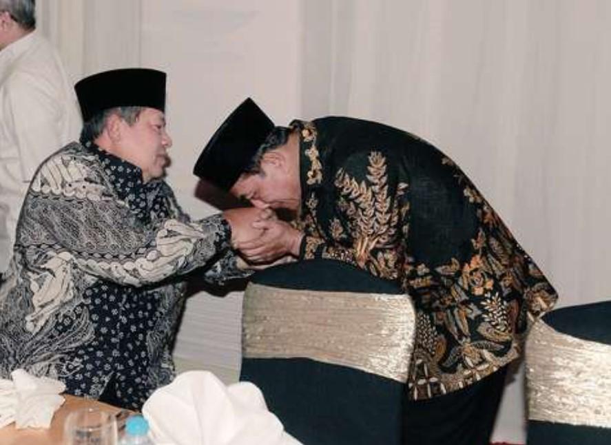 Dulu Cium Tangan SBY, Moeldoko Kini Kudeta Demokrat