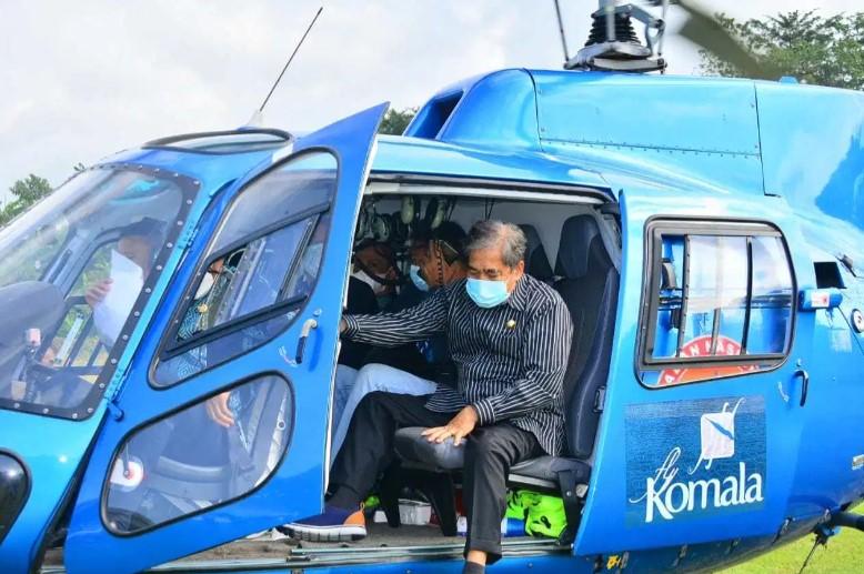 Gubernur Sulsel dan  Bupati Sidrap Naik Helikopter Pantau Potensi Banjir