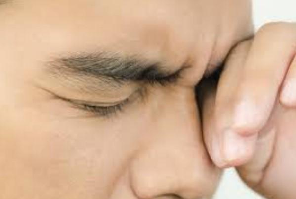 Gunakan 4 Hal Ini Mengatasi Rasa Perih di Mata Akibat Cabai