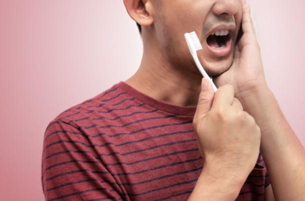 Gusi Berdarah Bisa Dipicu 5 Masalah Kesehatan Ini