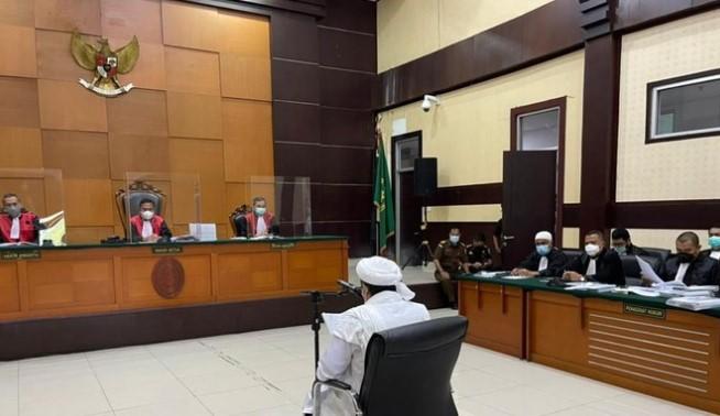 Habib Rizieq Tunda Shalat Tarawih hingga Sidang Usai