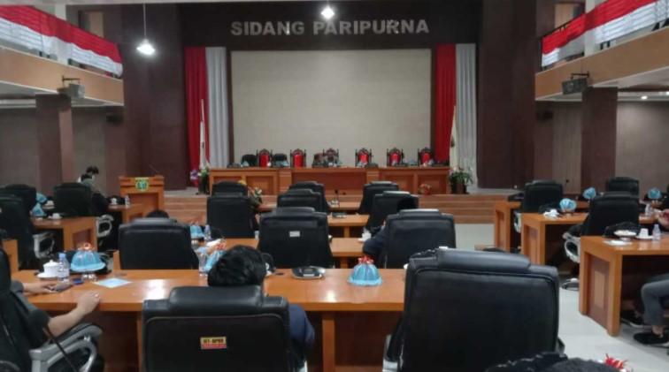 Hak Interpelasi Dewan Ditunda, Bupati Polman Mangkir dari Paripurna