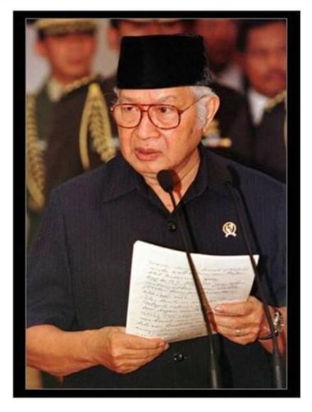 Hari Ini Tepat 22 Tahun Soeharto Lengser, Orde Baru Berakhir