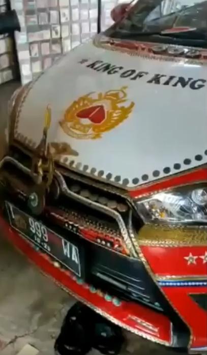 Heboh! Mobil Pak Haji Berlapis Emas dan Berlian Senilai Rp40 Miliar