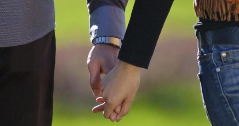 Heboh..! Akibat Lupa Tutup Tirai, Hubungan Intim Sepasang Kekasih Jadi Tontonan Warga