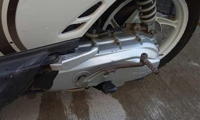 Ini Alasan Start Engkol Motor Matic di Sebelah Kiri