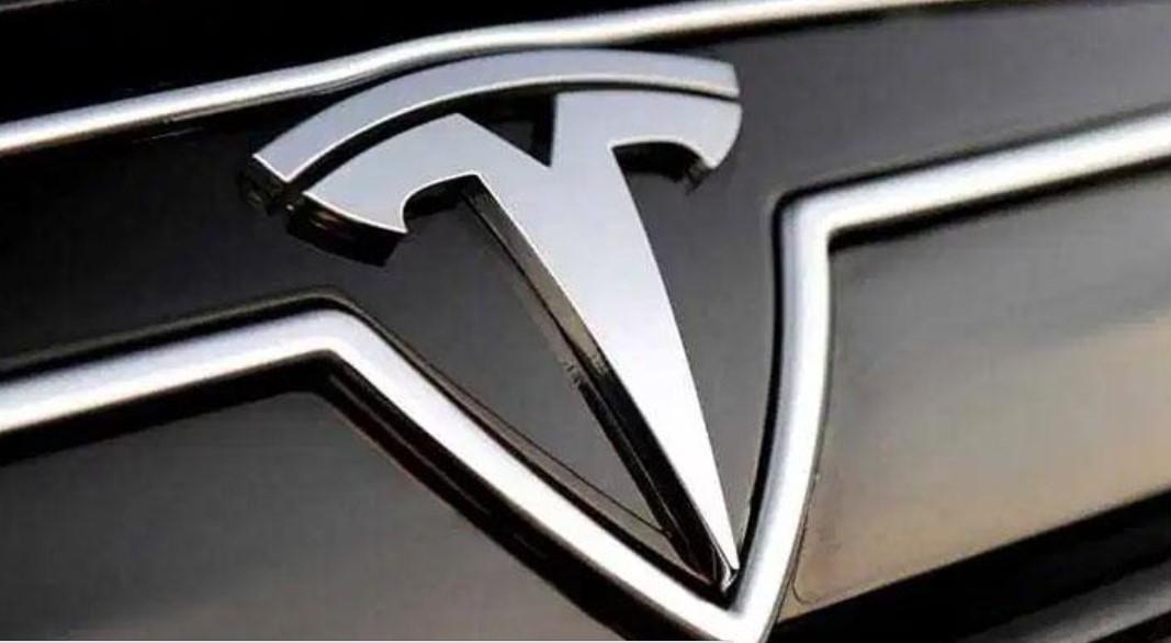 Ini Alasan Tesla Menarik 134 Ribu Lebih Kendaraannya