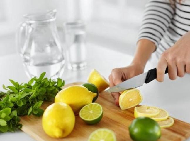 Ini yang Terjadi Pada Tubuh Jika Kamu Minum Air Lemon Tiap Hari