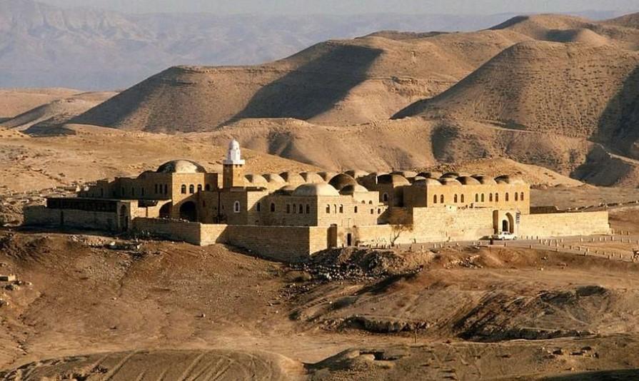 Insiden pesta dan alkohol di kompleks masjid dan makam Nabi Musa Jadi Sorotan