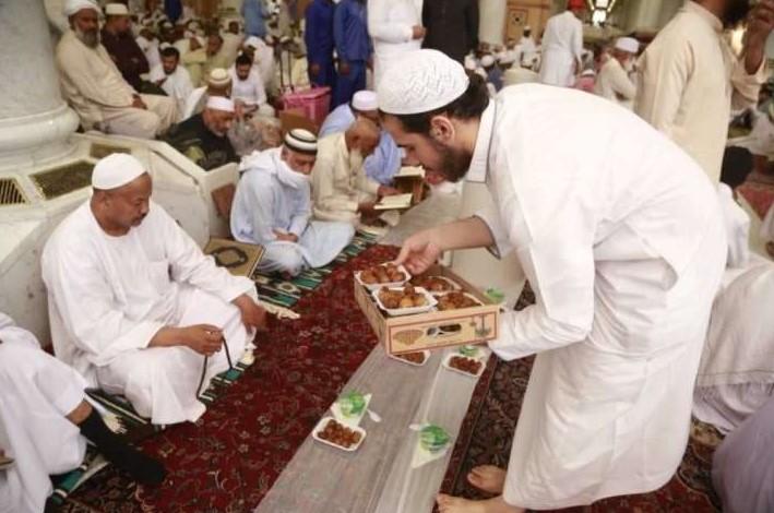 Jelang Ramdhan, Otoritas Saudi Keluarkan Larangan Buka Puasa di Masjid dan Restauran