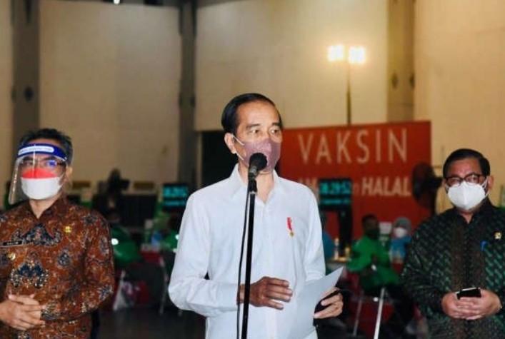 Jokowi: Kita Harus Mulai Belajar Hidup Bersama COVID-19
