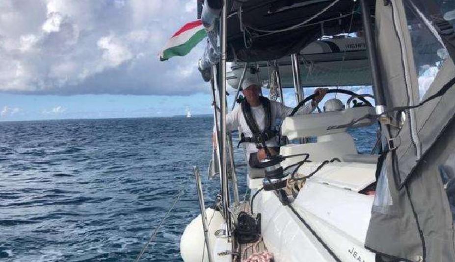 Kabur dari Covid-19, Satu Keluarga Ini Putuskan Berlayar Keliling Dunia