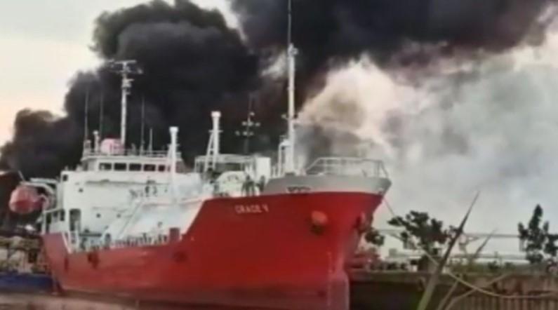 Kapal Tanker Terbakar di Samarinda, 3 Orang Meninggal Dunia