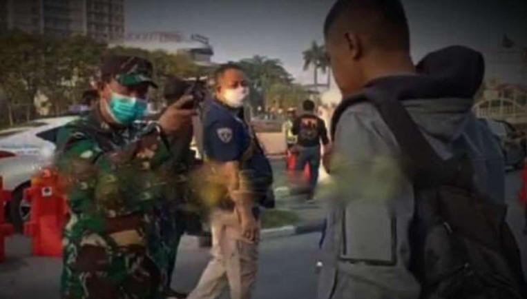 Kapten TNI Ini Memarahi Anggota Paspampres di Pos Penyekatan PPKM