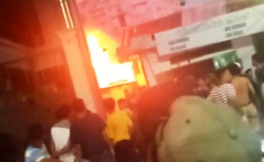 Kebakaran Asrama Pesantren, Damkar Terobos saat Listrik Belum Padam