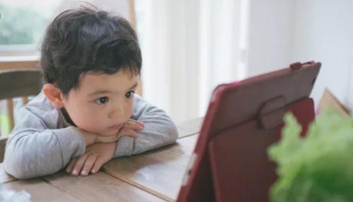 Kelamaan Nonton Youtube Bisa Akibatkan 5 Dampak Buruk Ini Bagi Anak