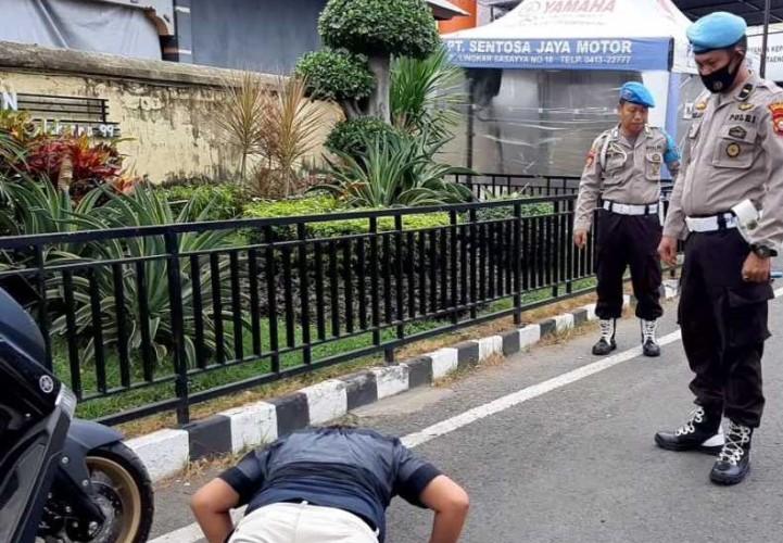 Kerja Tanpa Masker, Provost Polres Sanksi Fisik Ke anggota Polres Bantaeng
