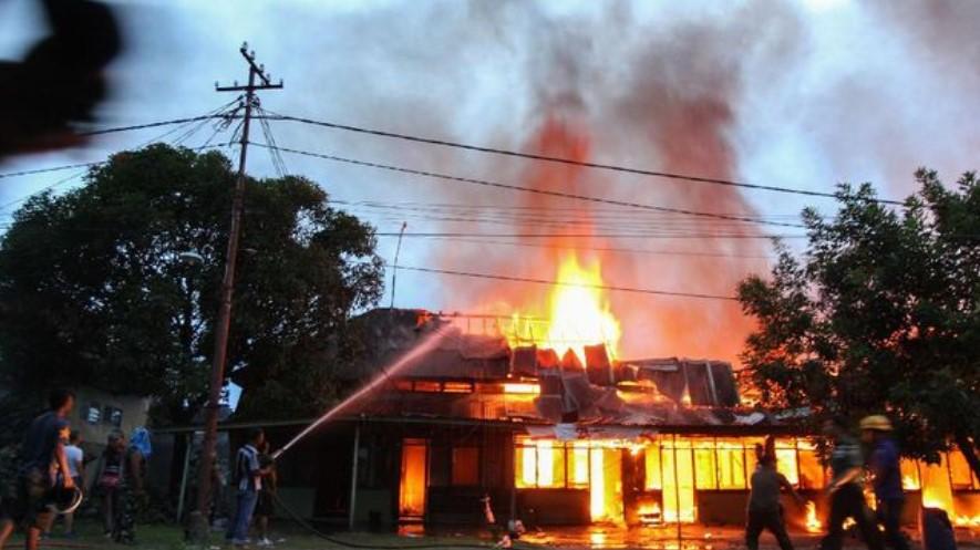 Kesal Akibat Ditinggal Merantau, Pria Beristri Nekat Membakar Rumah Janda Selingkuhannya
