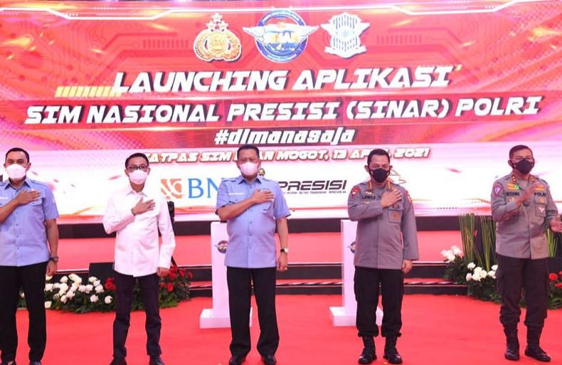 Ketua MPR Apresiasi Kapolri yang Luncurkan Aplikasi SIM Online ( SINAR)