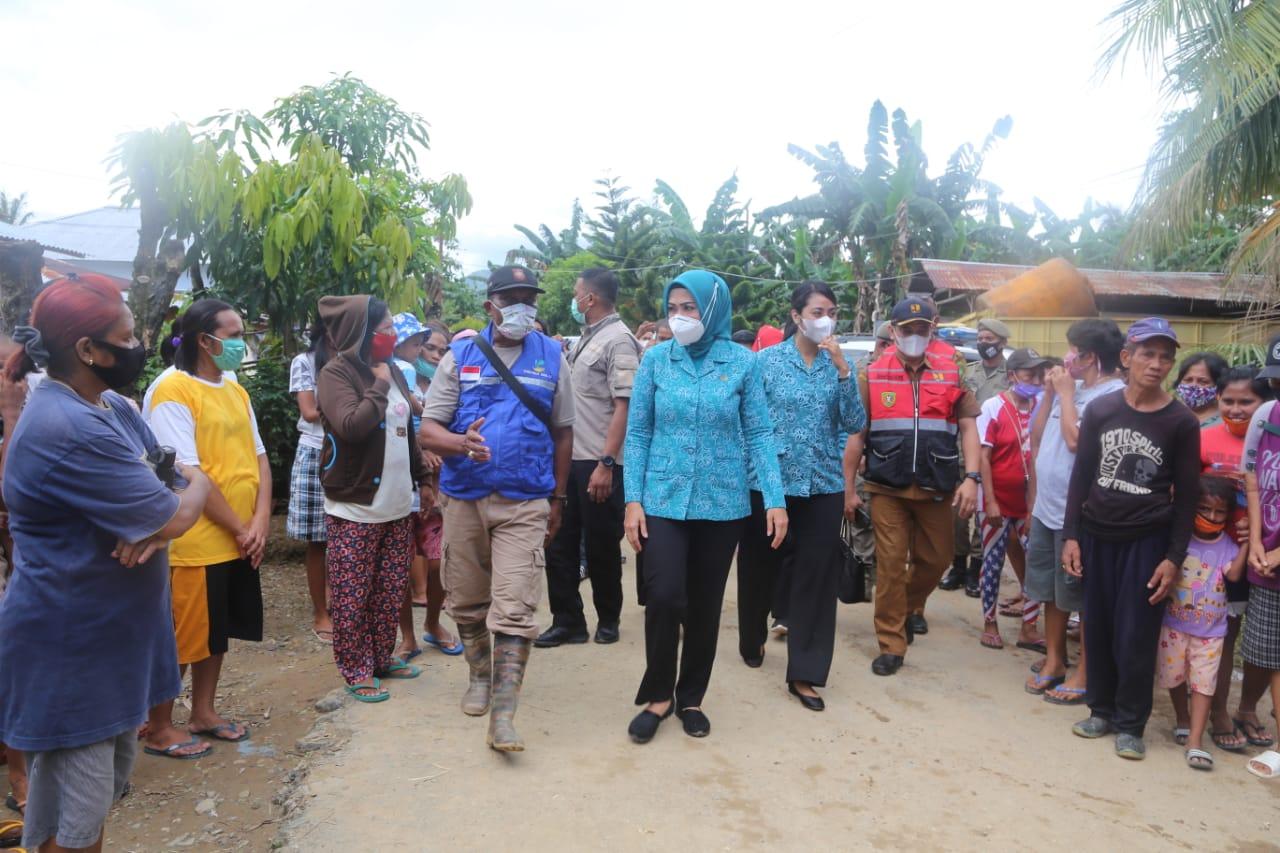 Kunjungi Lokasi Banjir, Widya Ajak Warga Tidak Buang Sampah ke Sungai