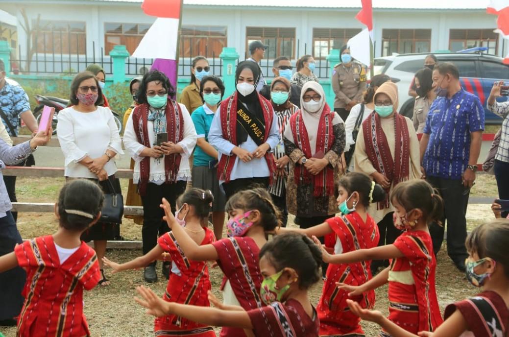 Kunjungi PAUD Anugerah Tiakur, Widya Apresiasi Guru dan Sosialisasi Covid-19