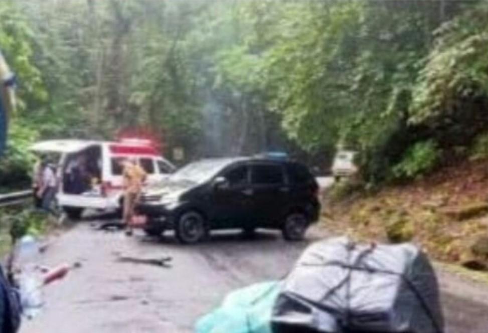Lakalantas, Mobdis Camat Cenrana Tabrakan dengan Mobil Ambulance