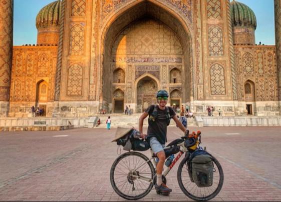 Lalui 15 Negara, Pria Ini Gowes Sepedanya dari Cina ke Inggris