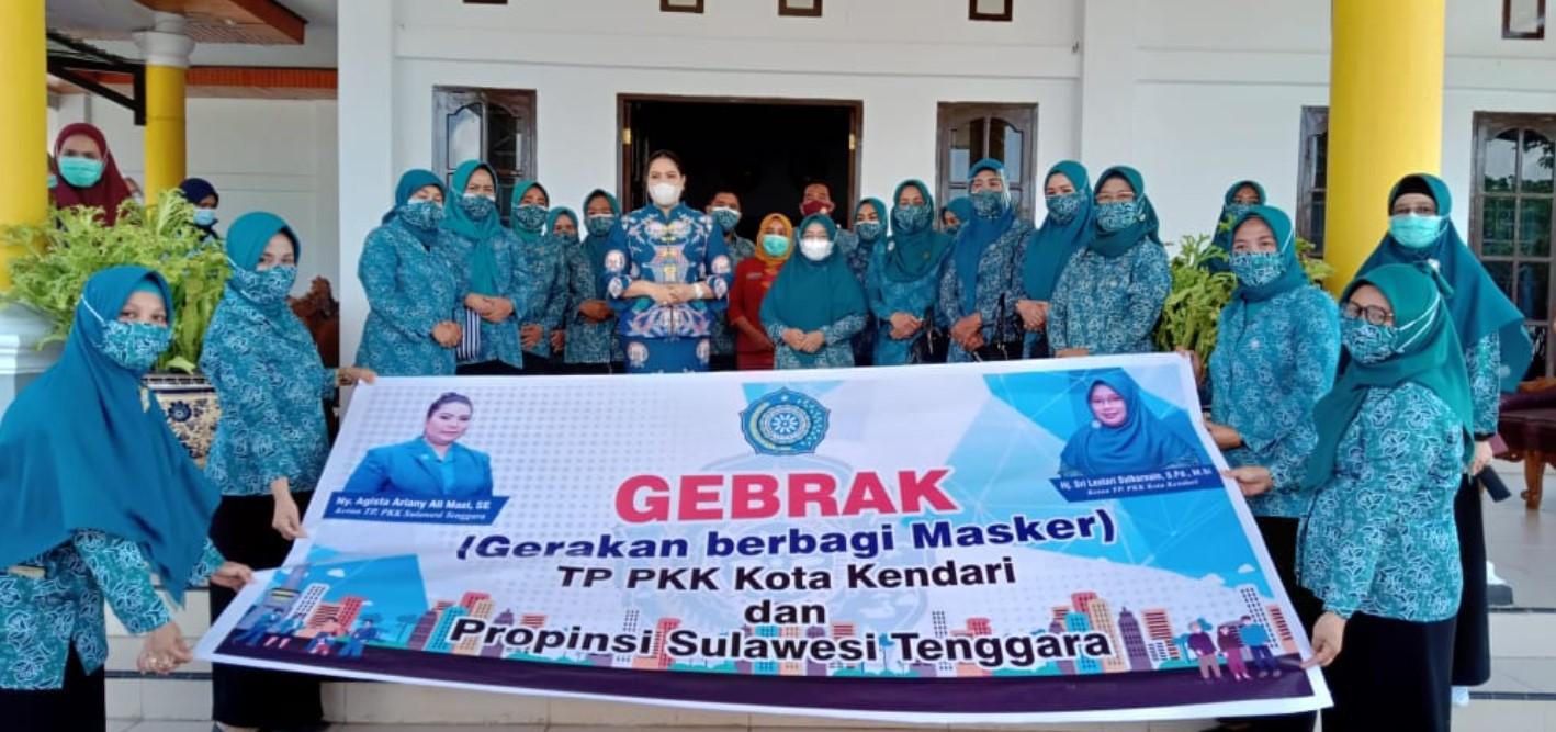 Maksimalkan Gebrak Masker, TP PKK Kota Kendari Sebar 4500 Masker dan 350 Hand sanitizer Ke Masyarakat