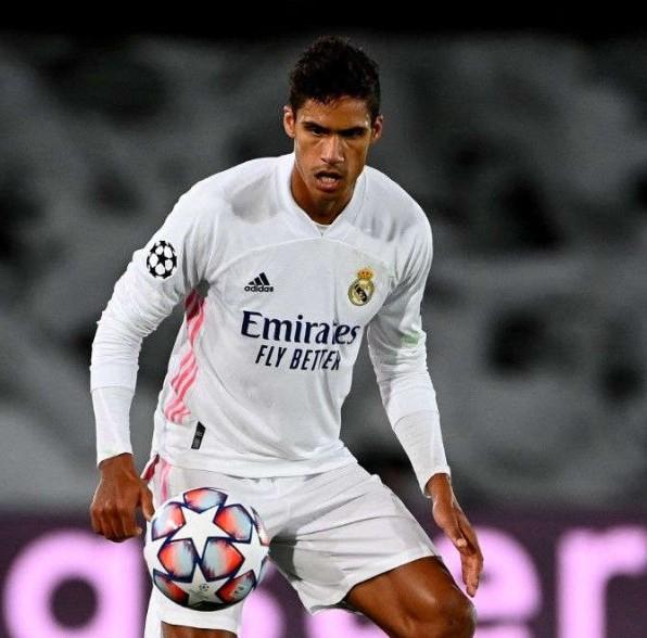 Man United Fokus Bidik Raphael Varane