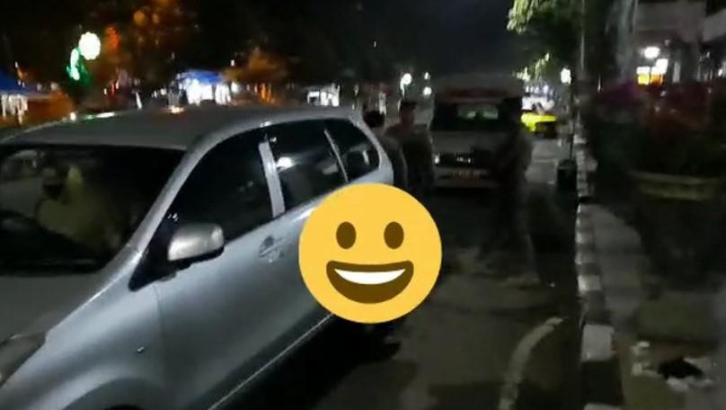 Mobil Goyang-goyang di Pelataran, Pengunjung Rumah Sakit Heboh