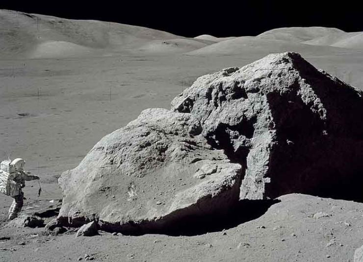 NASA Ingin Beli Batu dan Debu dari Bulan