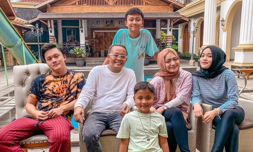 Nathalie Holscher Ingin Dinikahi Sule, Putra Sule: Harus Bisa Bahasa Sunda