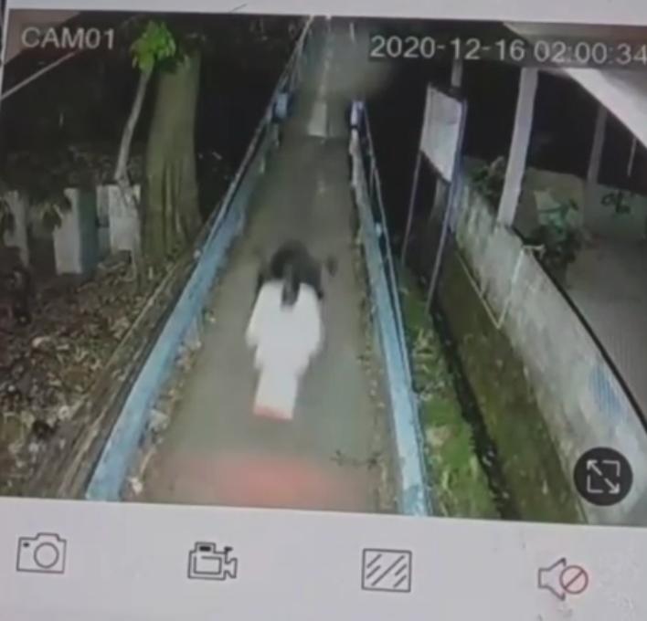 Ngeri ! Terekam CCTV Kuntilanak Di Depok Nebeng Bareng Tukang Sayur