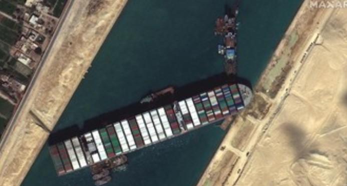 Presiden Mesir Apresiasi Evakuasi Ever Green yang Kandas di Terusan Suez