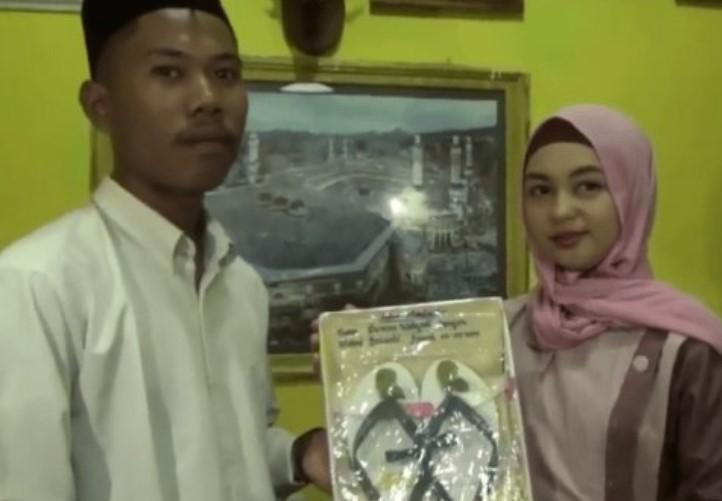 Pria yang Menikah dengan Mahar Sendal Jepit di Lombok Ternyata Seorang Youtuber